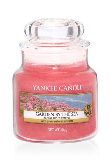 Lumanare parfumata mica in borcan Garden By The Sea de la Yankee Candle