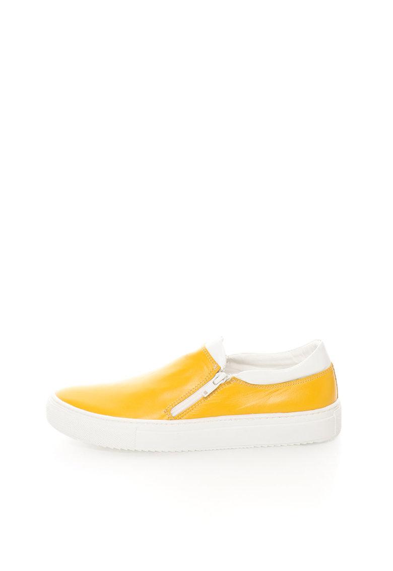 Pantofi slip-on galbeni de piele de la Zee Lane