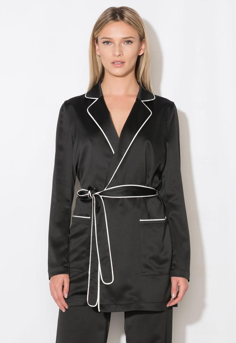 Sacou negru cu garnituri albe de la Zee Lane Collection