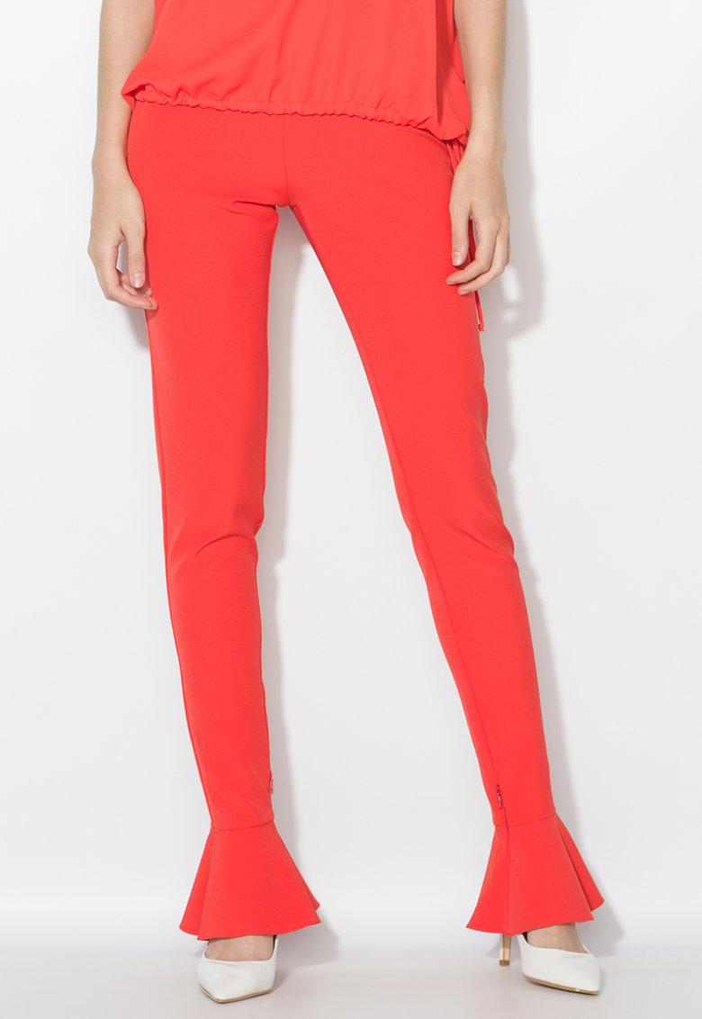 Pantaloni rosu aprins cu terminatii cu volane