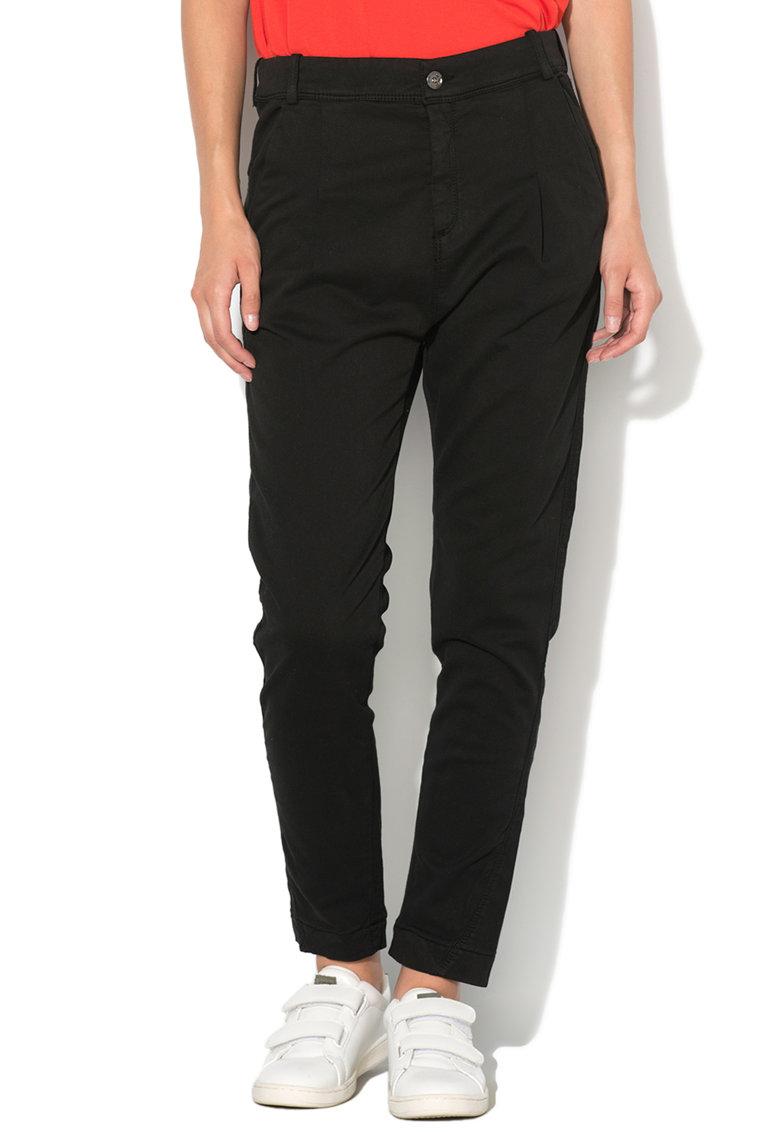 Pantaloni conici