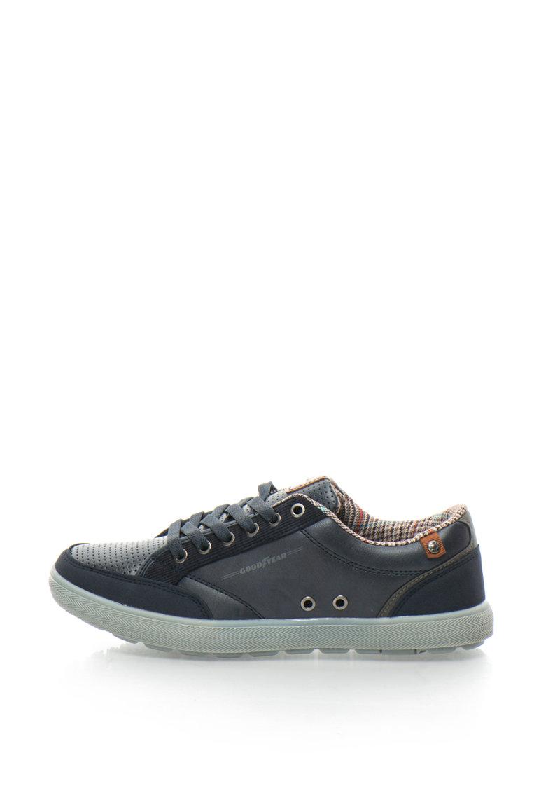 Pantofi sport cu segmente perforate de la Goodyear