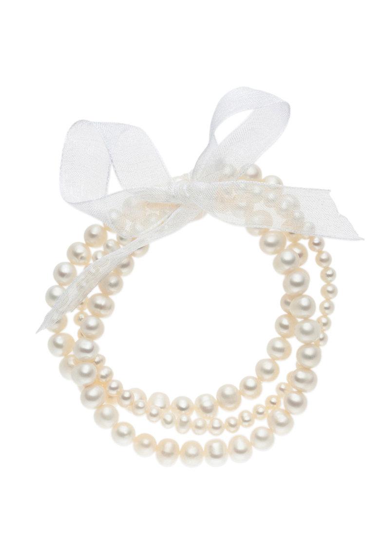 Bratara cu siraguri multiple de perle si funda de la Zee Lane