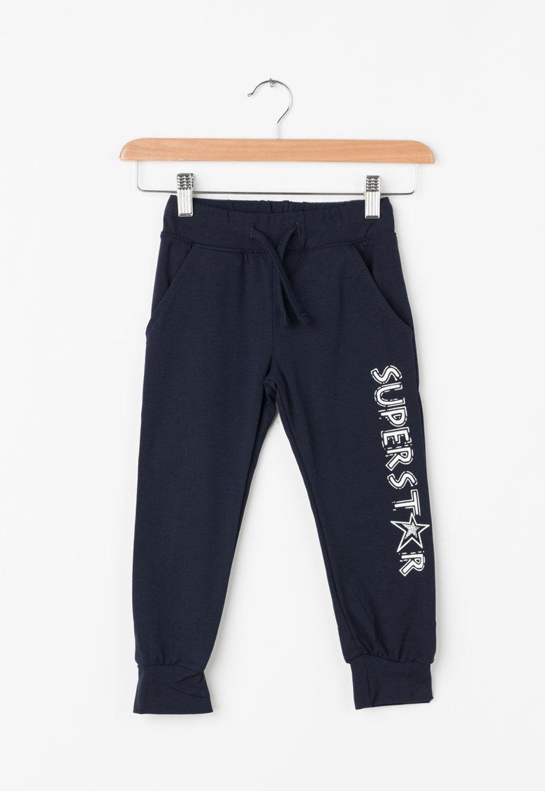 Pantaloni jogger cu imprimeu text