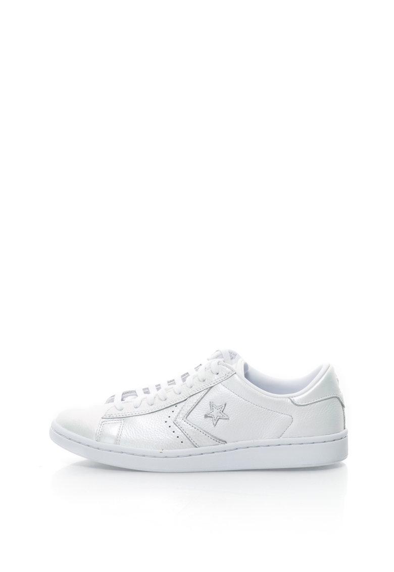 Pantofi sport cu aspect perlat de la Converse