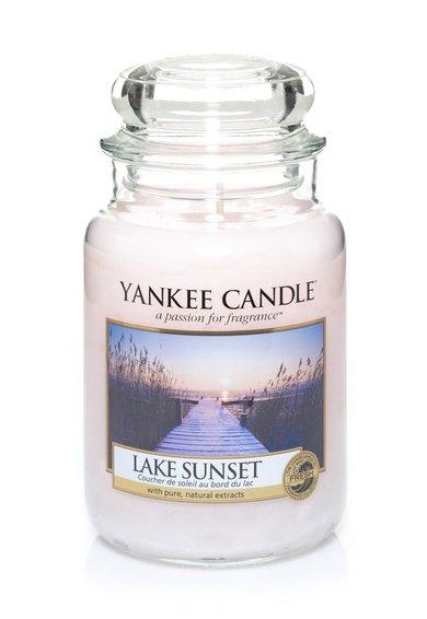 Lumanare parfumata in borcan mare Lake Sunset de la Yankee Candle