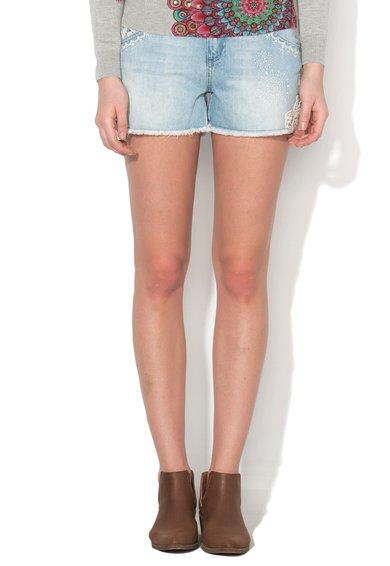 FashionDays.ro: Pantaloni scurti bleu din denim cu broderii Desigual